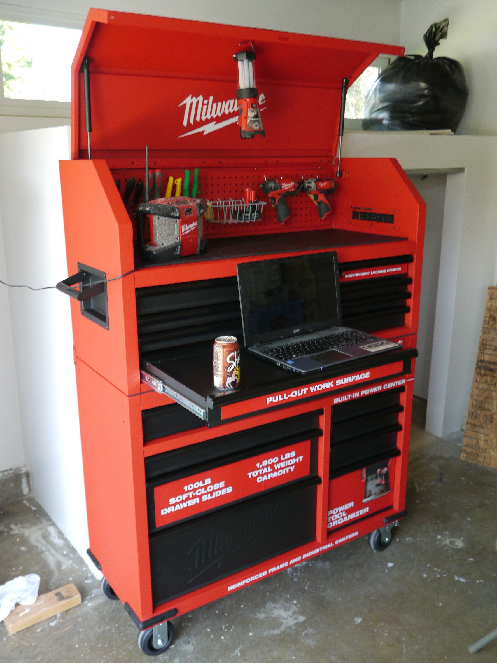 Milwaukee 46 Quot Rolling Steel Storage Chest And Cabinet