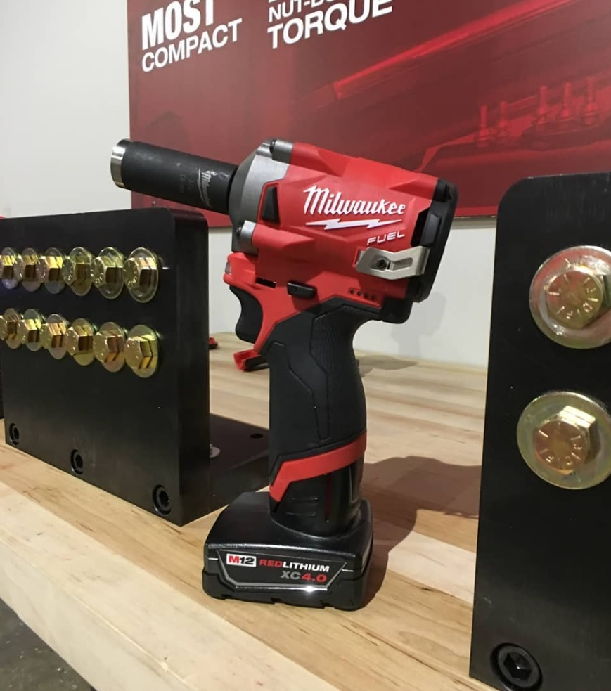 Milwaukee m12 12-volt lithium-ion cordless 3/8 in. Drill/driver.